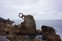 Go on a walk along the coast to discover sculptures by the famous Basque artist Eduardo Chillida