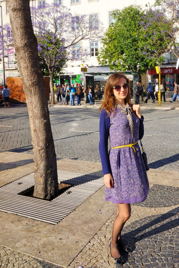 Matching my outfit with beautiful Lisbon blossom